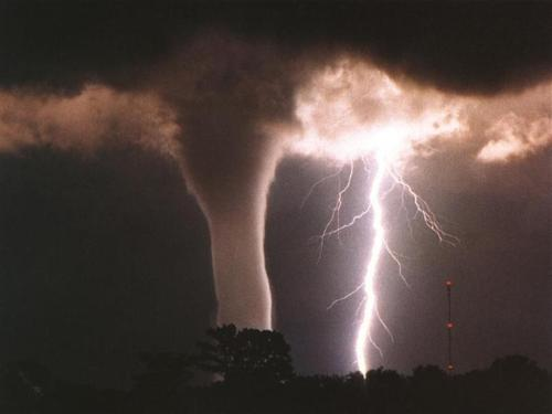 tornadolightning-1.jpg